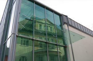 14_04 daszek szklany MW ELITE na fasadzie Łodygowice