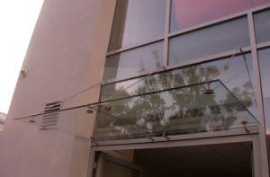 07_07 daszek szklany MAGIC WAND na fasadzie Słowacja