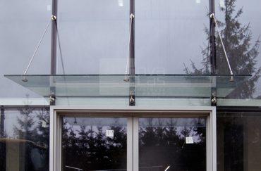 11_20 daszek szklany MAGIC WAND na fasadzie Wadowice