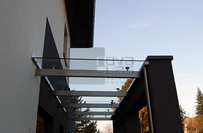 Daszek szklany typu SAT nad wejściem w Katowicach