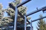 daszek szklany SAT na konstrukcji z rynną i oświetleniem